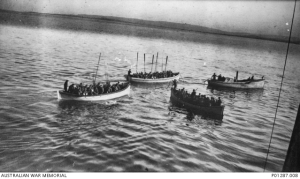 6th Bn men about to land at Gallipoli. Photo courtesy Australian War Memorial & Commonwealth War Graves Commission