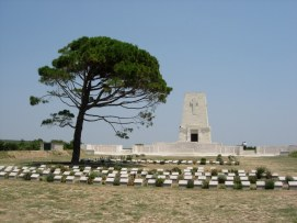 Lone Pine Cemetery. Photo courtesy Australian War Memorial & Commonwealth War Graves Commission.